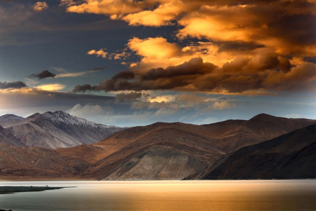 Adorable-View-Of-The-Pangong-Tso-Lake-During-Sunset